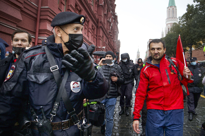 comunistas protestan contra resultado electoral en moscu