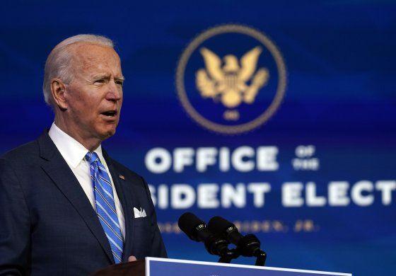 Biden elige caras conocidas para presidir FEMA, CIA