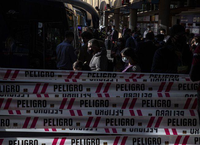 Casos de COVID-19 en Chile aumentan 36% en una semana