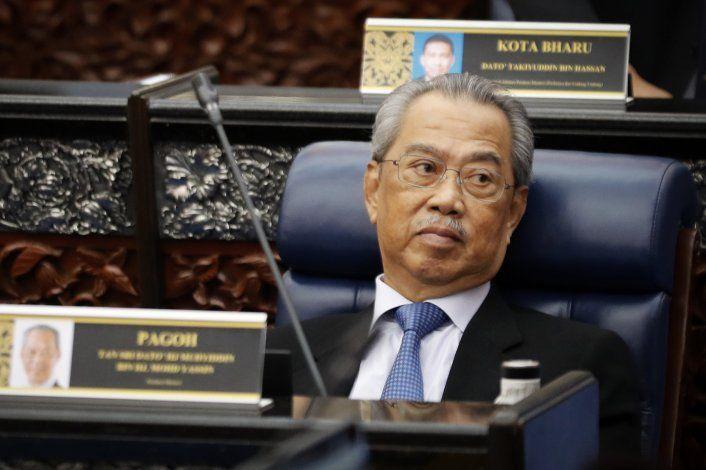 Rey malayo critica al gobierno por engaño al parlamento