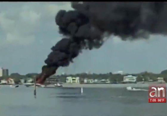 Un hombre y su hijo sobreviven a la explosión de su embarcación
