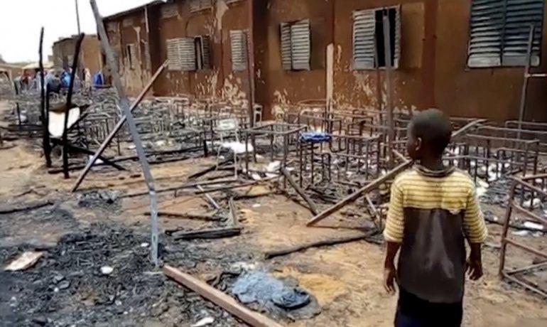Incendio en escuela de Níger mata a 20 niños