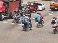 Las motos en Santiago de Cuba son vitales para la transportación de pasajeros. (Cubanet)