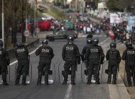 argentina: en medio de brote se disparan reclamos sociales