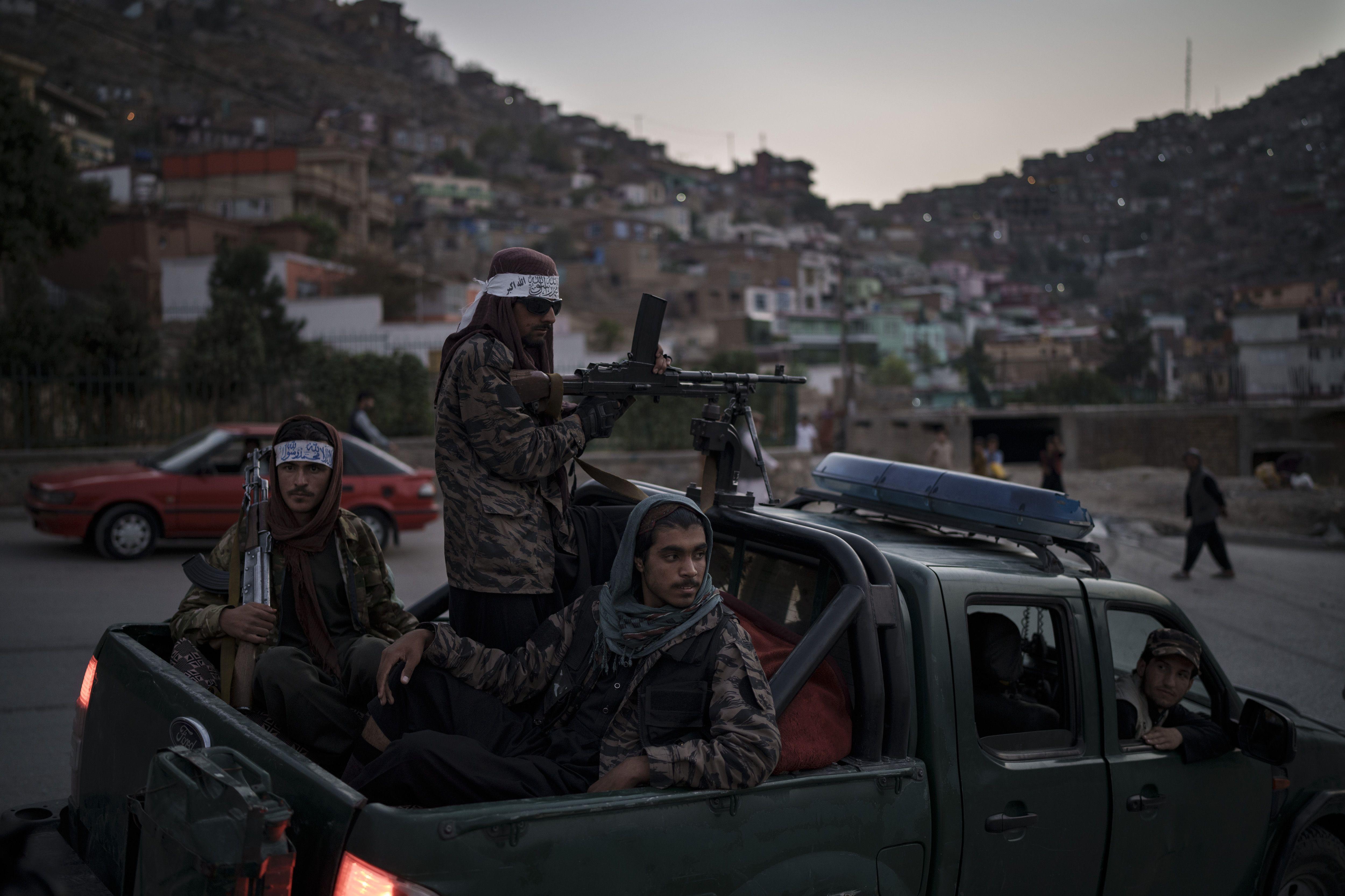 taliban nombra a viceministros en un gobierno sin mujeres