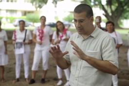 Antonio Rodiles, líder de Estado de SATS, junto a representantes de las Damas de Blanco.