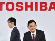 renuncia el presidente de toshiba
