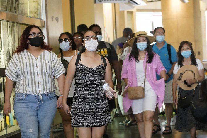 Los Ángeles busca revertir con mascarillas casos de COVID