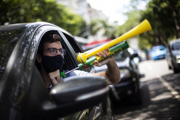Brasileños exigen destitución de Bolsonaro por pandemia
