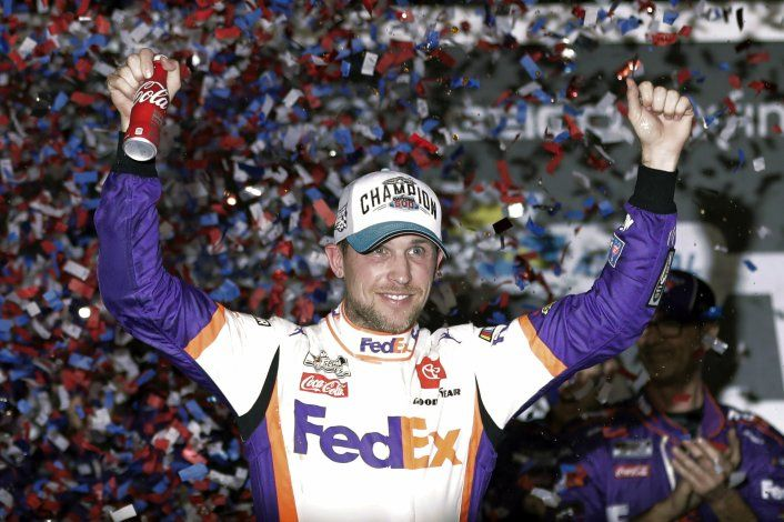 Byron gana carrera virtual NASCAR y Wallace abandona enojado