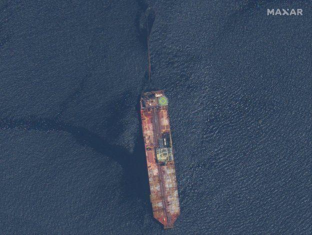 Funcionarios: Riesgo mínimo que buque venezolano se hunda