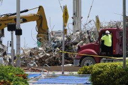 surfside: tareas en escombros de edificio de cerca de concluir