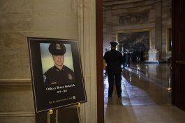 identifican a sospechoso en muerte de policia del capitolio