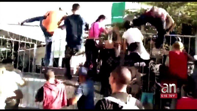 Indocumentados cubanos saltan las rejas de la oficina de regulación migratoria en Chiapas, México