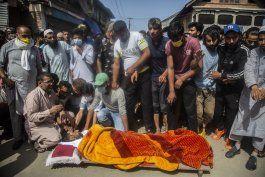 combate entre rebeldes y policia en cachemira; hay 4 muertos