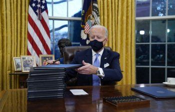 Biden: será obligatorio usar mascarilla en viajes