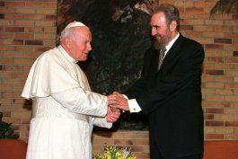 Fidel Castro y el Papa durante la visita de Juan Pablo II a La Habana en 1998.