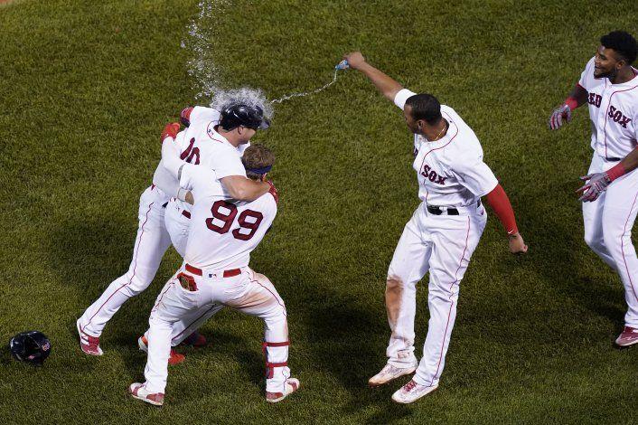 Medias Rojas ganan ante descontrol de pitcher de Yanquis