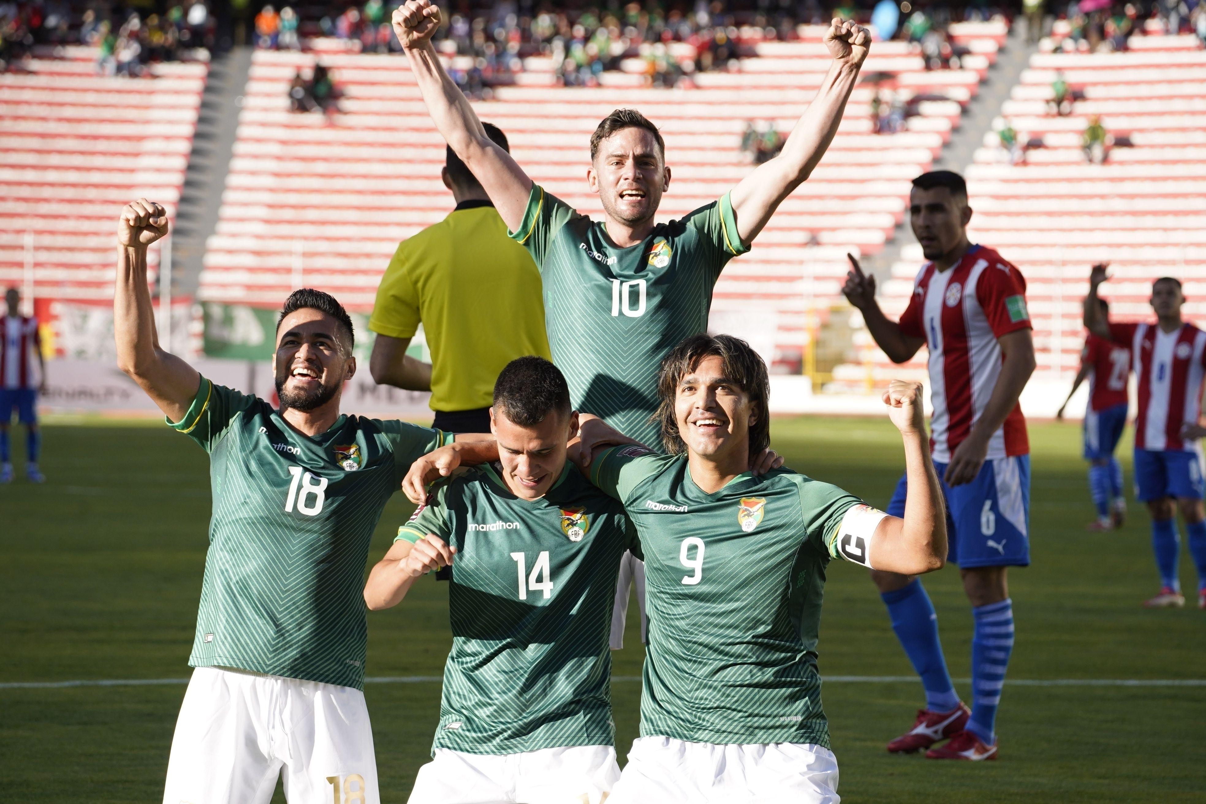 bolivia liquida 4-0 a paraguay y lo aleja de qatar