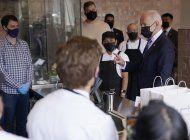 biden visita restaurante mexicano, promueve plan de ayuda