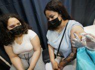 empleados de ny tendran que vacunarse o hacerse la prueba