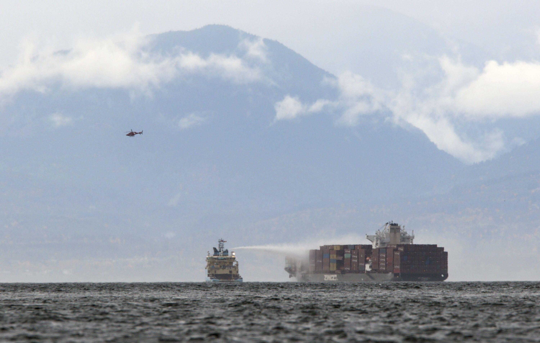 contenedores se incendian en buque en canada