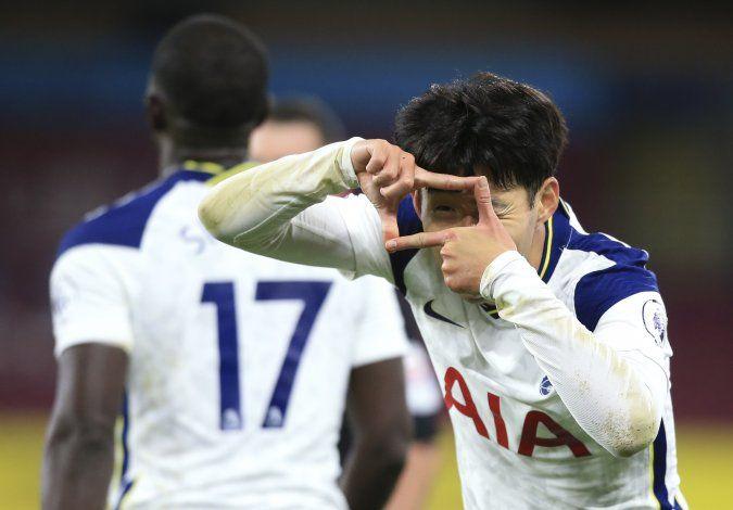 Son y Kane vuelven a combinarse en victoria de Tottenham