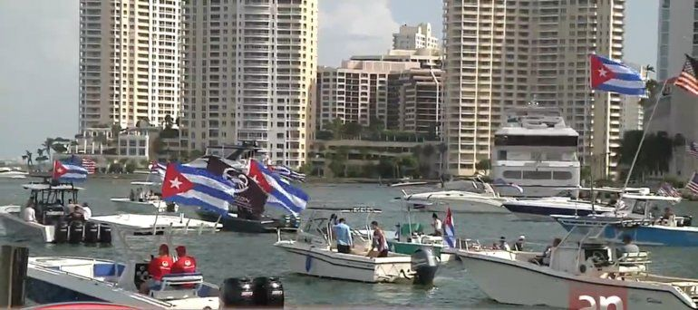 Decenas de botes se reúnen para protestar pacíficamente contra la represión en Cuba