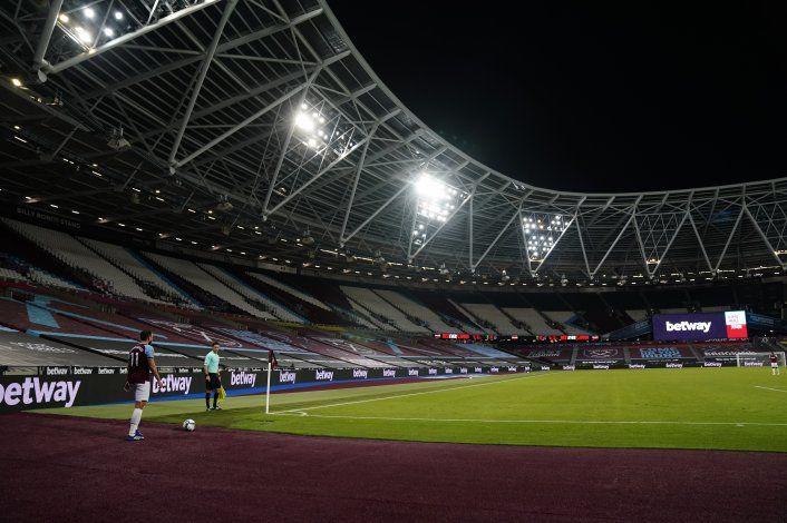 West Ham juega pese a positivos; se cancela partido de Spurs