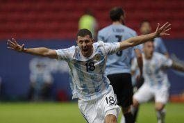 una picardia de messi abre triunfo de argentina ante uruguay