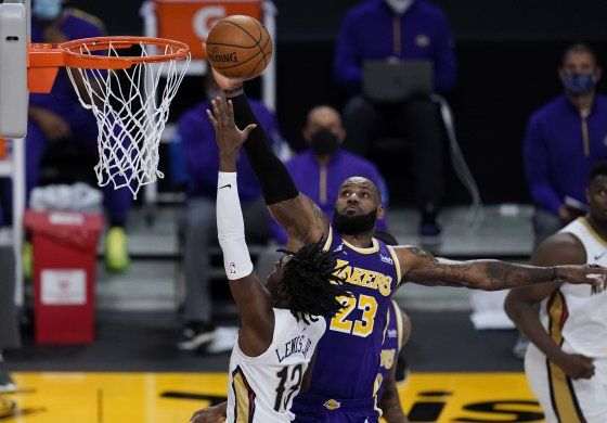 James y Davis impulsan a Lakers en triunfo sobre Pelicans