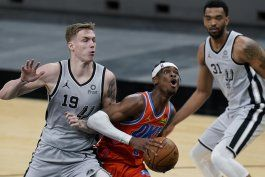 thunder remonta y se impone a spurs