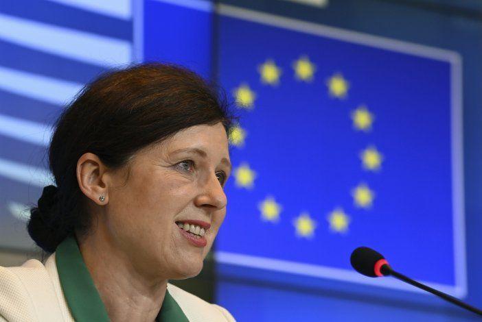 UE advierte a Hungría y Polonia que respeten democracia