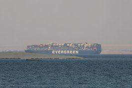 acuerdo preliminar sobre buque que quedo atascado en suez