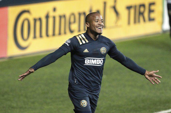 Santos comanda goleada del Union a Toronto con triplete