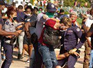 la fuerte represion del regimen dejo cientos de detenidos y varios heridos