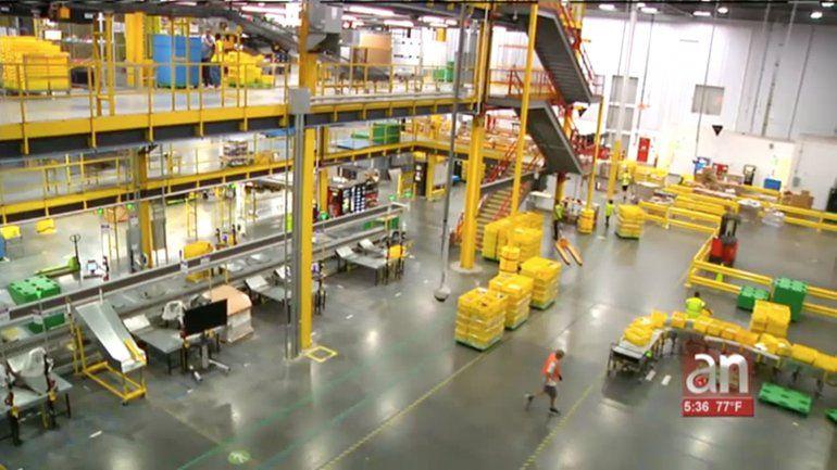 Así es el nuevo centro de Amazon en Opa-Locka: del tamaño de 14 campos de fútbol, y miles de robots operándolo