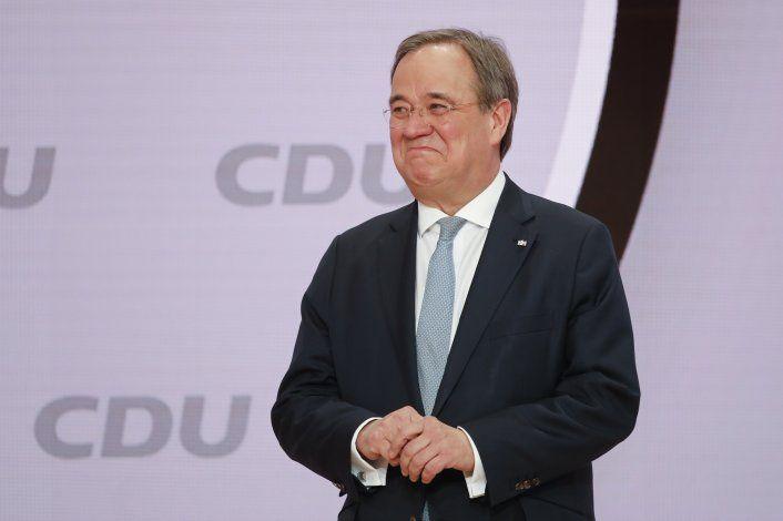 Eligen nuevo líder de partido al que pertenece Angela Merkel