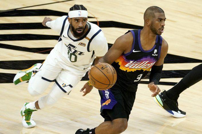 Booker y Paul lideran triunfo 117-113 de Suns sobre el Jazz