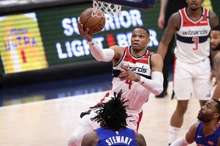 Con triple-doble de Westbrook, Wizards arrollan a Pistons