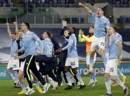 lazio aspira a champions, tras golear a roma en derbi