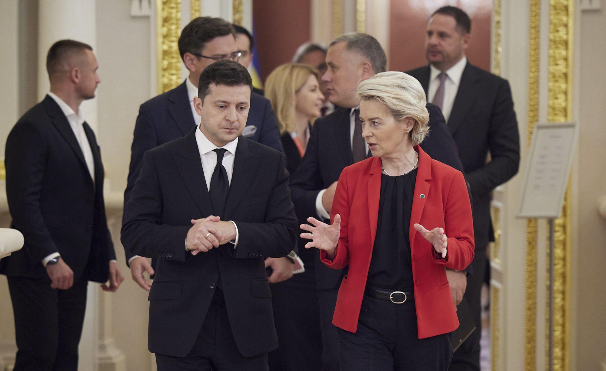 ucrania y ue firman acuerdos para afianzar lazos economicos