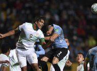 uruguay despacha 4-2 a bolivia y toma impulso