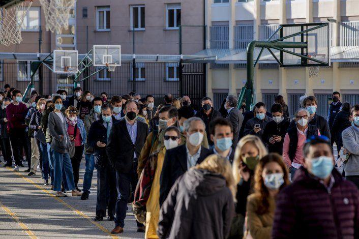 Madrileños acuden multitudinariamente a las urnas