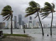 alerta del tiempo en miami y se pide a las personas resguardarse ante las tormentas que azotan la zona