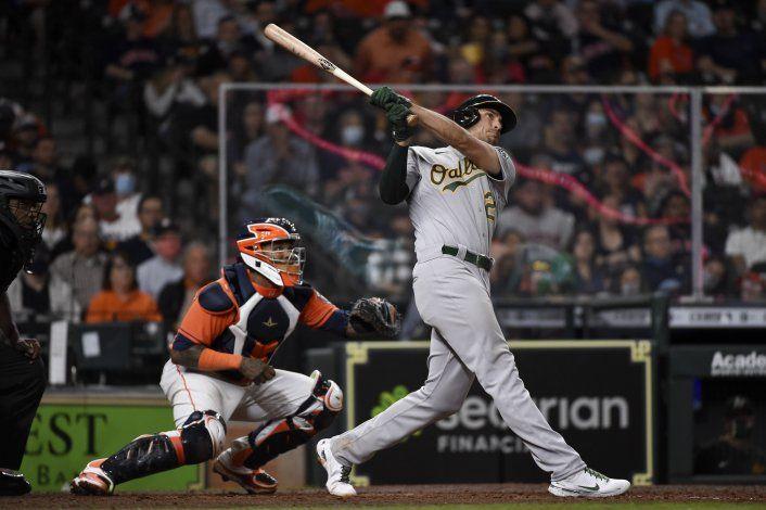 Con leñazo de Olson, Atléticos doblegan a Astros