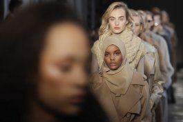 modelo somali-estadounidense se aparta de la moda