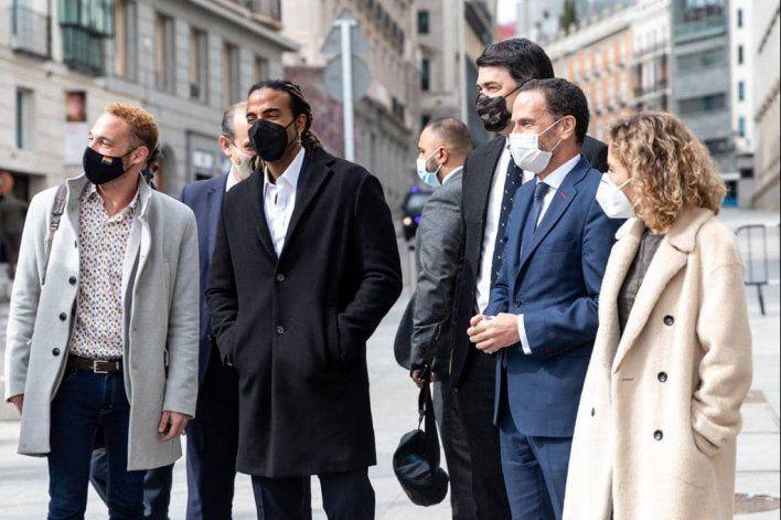 Políticos españoles reciben a Yotuel Romero en Congreso de Diputados