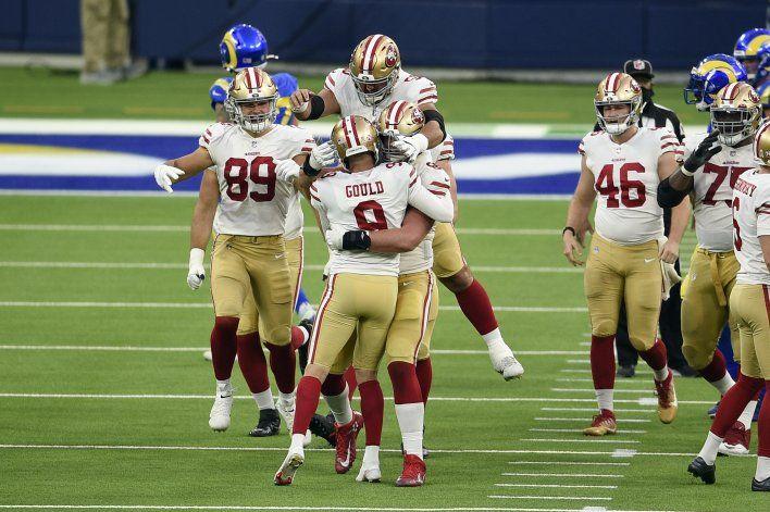 49ers sorprenden a Rams con gol de campo de Gould