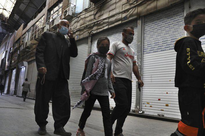 Irán ordena encierro por coronavirus; 4ta ola de infecciones
